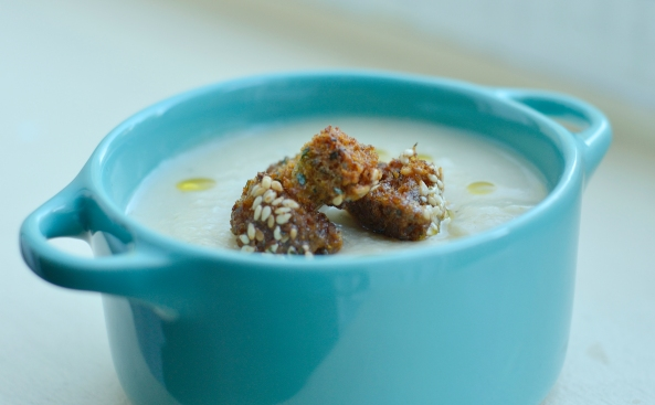 Coriander cauliflower soup with garlic and coriander croutons (Gluten, dairy and sugar free)
